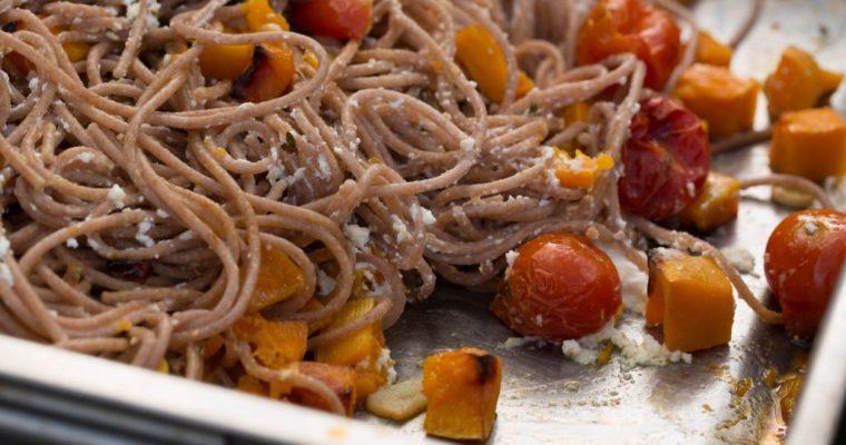 Dinkelspaghetti mit gebackenem Ricotta und Kürbis
